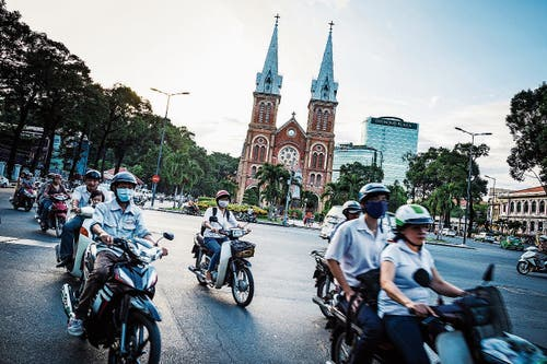 Mit dem Moped in der Metropole Ho-Chi-Minh-City.