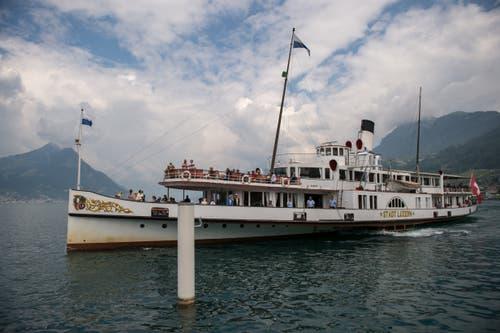Das Dampfschiff «Stadt Luzern» bei der Anfahrt zur Schiffsstation Beckenried.