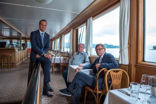Die Vorstandsmitglieder der Dampferfreunde nach der Medienkonferenz. Von links: Damian Müller (FDP-Ständerat und Präsident der Dampferfreunde), Robert Horlacher, Werner Grossniklaus (Vize-Präsident) in der 1. Klasse des DS «Stadt Luzern».