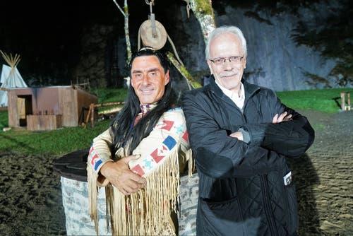 Zwei Engelberger Häuptlinge unter sich: Winnetou Tom Volkers und Talammann Alex Höchli. Bild: Romano Cuonz (Engelberg, 6. Juli 2018)