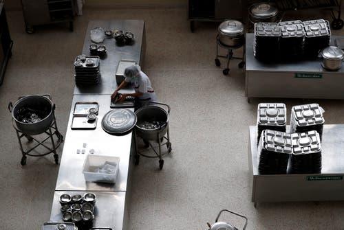 Im Spital werden die Medikamente für die Geretteten bereitgestellt. (Bild: Rungroj Yongrit/AP (Chiang Rai, 10 Juli 2018))