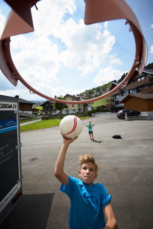 Flavio Penice beim Ballspiel. (Bild: Jakob Ineichen, 7. Juli 2018)