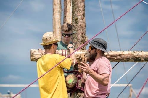Wer ein Wer ein rechter Pfader ist, weiss mit Holz und Seilen umzugehen. (Bild: Pius Amrein (Escholzmatt, 12. Juli 2018))