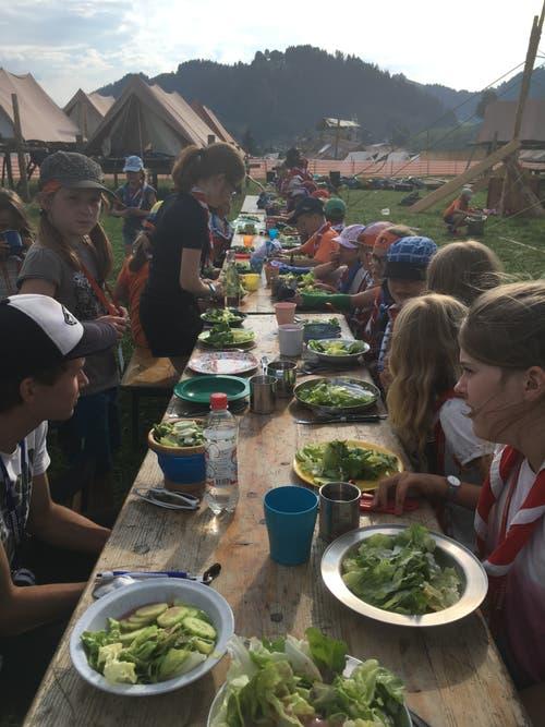 Gesundes Essen für die Kinder der Pfadi Schirmerturm Luzern im Kantonallager in Escholzmatt. (Bild: Čaj)