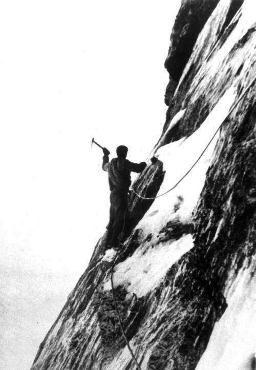 Der österreichische Alpinist Heinrich Harrer an der vereisten Felswand am 24. Juli 1938. (Bild: Keystone/ Photopress-Archiv/ Str)
