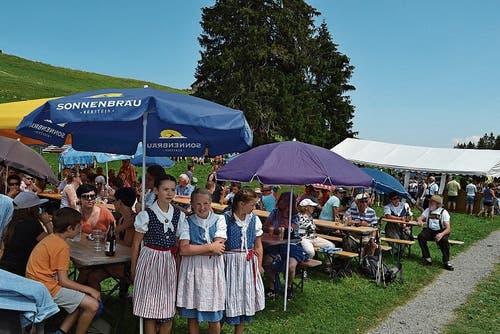 Schattenplätze sind an der Älplerchilbi auf Gamperfin waren an diesem herrlichen Sommertag begehrt.