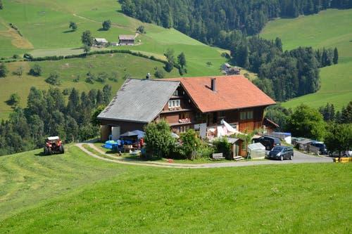 Der Schwantlen-Hof oberhalb von Wattwil war Schauplatz des Shooting des Bauernkalender 2019. (Bild: Beat Lanzendorfer)