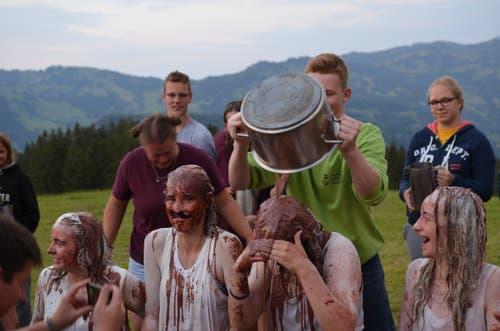 Neue Leiter der Jubla Oberkirch werden in Stoos feierlich getauft. (Bild: Jeremias Jutz)