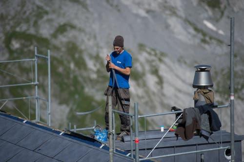 Spengler Ueli Gisler bei der Arbeit. (Bild: Dominik Wunderli, Bristen, 18. Juli 2018)