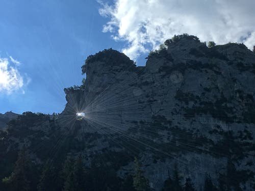 Felsenloch oberhalb Ruhesitz. (Bild: Toni Sieber)