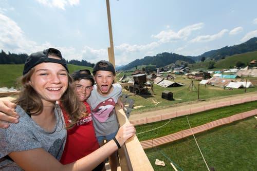 Die Rothenburger Pfadi auf ihrem Aussichtsturm. (Bild: Eveline Beerkircher (Escholzmatt, 19. Juli 2018))