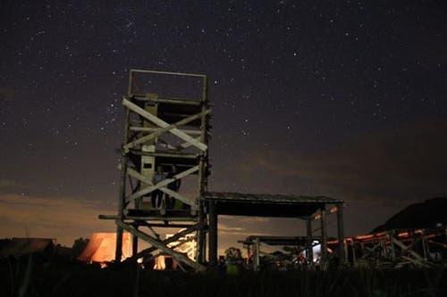 Der Lagerplatz der Pfadi Seppel bei Nacht. (Lagerbild)