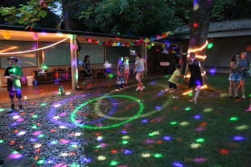 Tanz-Stimmung am Open Air im Lager der Primarschule Rickenbach. (Lagerbild: Cornelia Bühler, Weggis 22. Juli 2018)