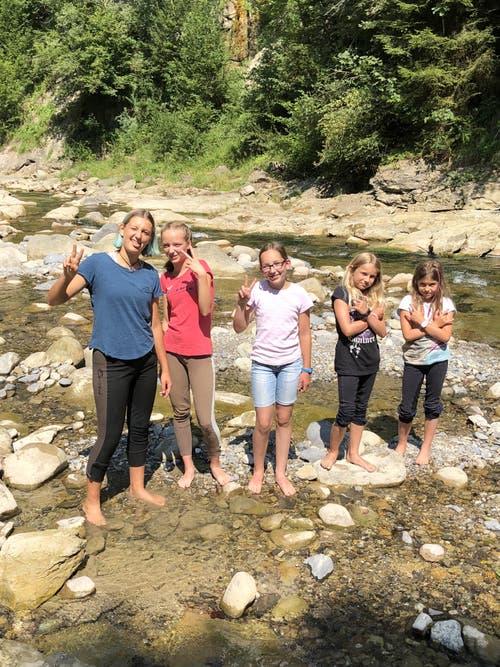 Posieren können sie, die Mädchen des Reitlagers Hanny-Fee. (Lagerbild: Hanny Odermatt, Lifelen 24. Juli 2018)