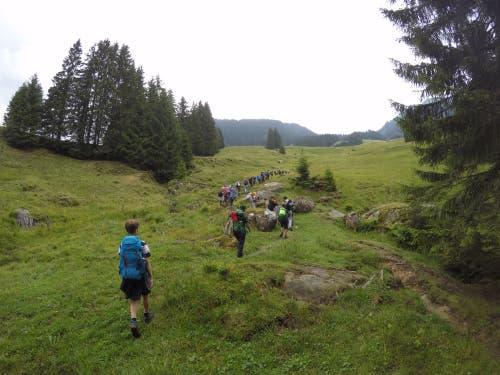 Die Pfadi Meggen auf ihrer zweitägigen Wanderung. (Lagerbild: Colin Wyss, Schaftelenmoos 24. Juli 2018)