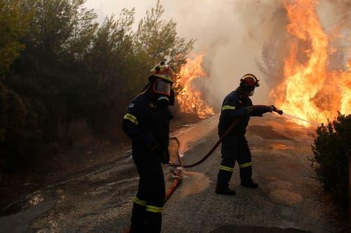 Die Behörden haben in der Region um Athen den Notstand ausgerufen. (Bild: EPA/ Alexandros Vlachos (23. Juli 2018))