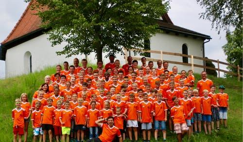 Haben ein neues Lagershirt erhalten: die Junioren des FC Dagmersellen. (Lagerbild: Luca Süess, Appenzell 23. Juli 2018)