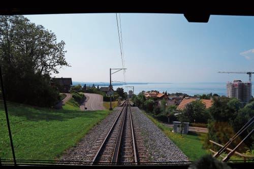 Bild aus dem Führerstand: Die Aussicht auf der Strecke von Heiden nach Rorschach erfreut nicht nur die Fahrgäste, sondern auch den Lokführer. (Bild: Bilder: Vivien Huber)