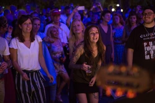 Am Konzert am Schweizerhof geht die Post ab. Bild: Dominik Wunderli (Luzern, 24. Juli 2018)