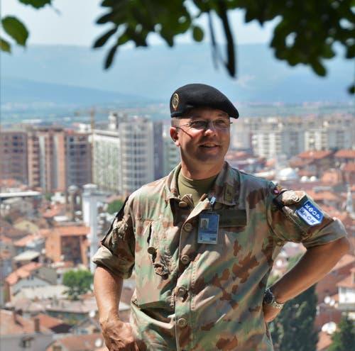 Martin Burch über der Stadt Prizren, die zum Zuständigkeitsbereich der ihm unterstellten Teams gehört. (Bild: PD)