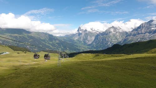 Visualisierung der neuen Bahn von Grindelwald (hinten) auf den Männlichen. (Visualisierung: PD)