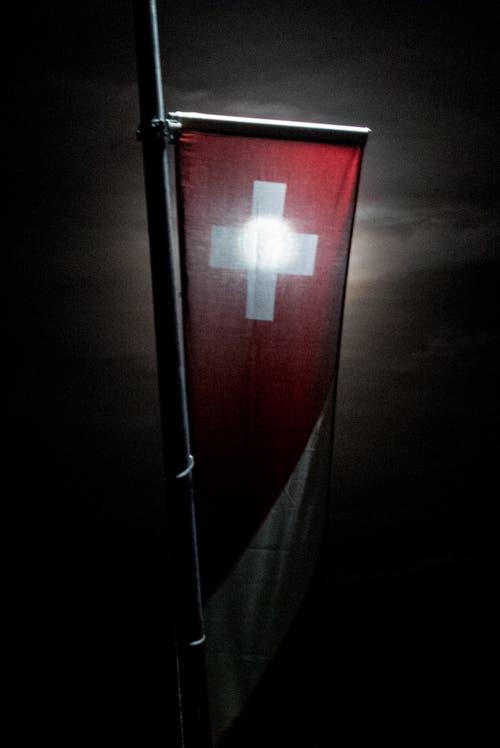 Der Mond durchleuchtet die Schweiz. (Bild Margrith Hengartner)