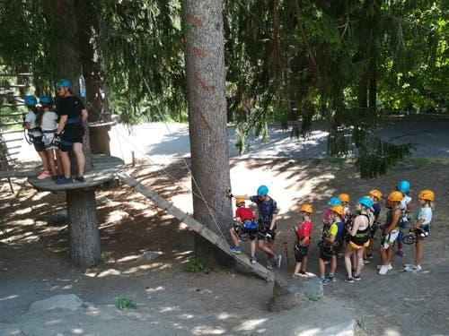 Das Sommerlager Reiden sucht Schatten im Wald.