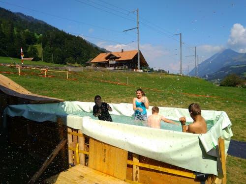 Selbstgebauter Pool im Pfarreilager Kerns in Därstetten. (Joel von Rotz)
