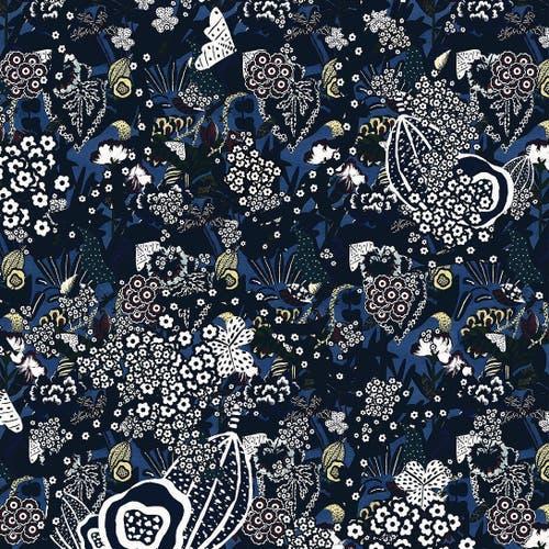 Dem Raum Tiefe verleihen: Sie zeichnet Fantasiewälder in allen Facetten. Und mag es organisch, floral, verspielt, wild wuchernd. (Bild: Annina Arter)