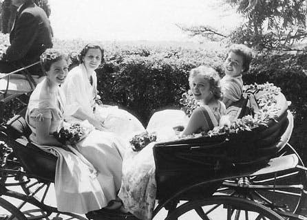 Umfahrt mit der Rosenkönigin (vorne rechts) von 1956