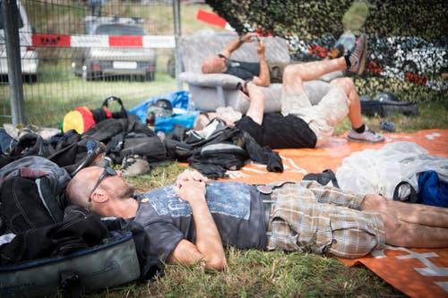 Auch Pause muss sein - etwa auf einem Sofa im Freien. (Bild: Ralph Ribi)