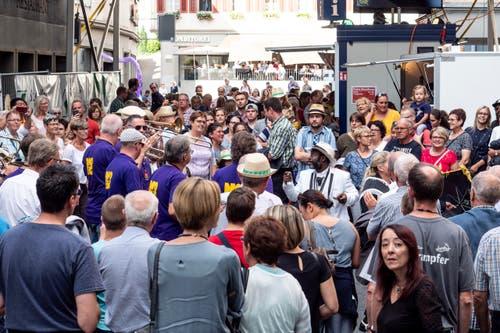 Flashmob, mit Jacky Step und der New Orleans Brass Connection (Bild: Sascha Erni)