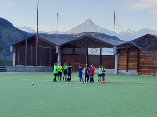 Die Dc-Junioren des SC Kriens trainieren dieser Tage in Grächen. (Bild: Manimaran Visvalingam)