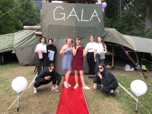 Die Mädchen des Blaurings St. Paul Luzern haben sich in Gala geworfen. (Bild: Lara)