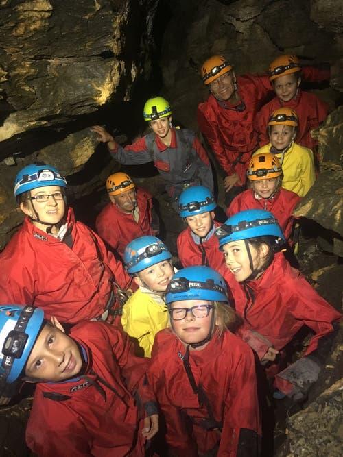 Die Teilnehmer des Ferienpasses Nidwalden haben eine Höhle erforscht. (Bild: Lyn Gyger)