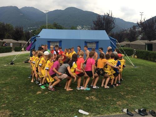 Amüsante Spielrunde beim Floorball Uri in Tenero. (Bild: Jasmin Gnos)