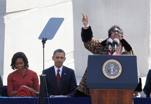 2011 singt Aretha Franklin bei einer Gedenkfeier für Martin Luther King im Beisein von Präsident Obama und seiner Gattin. (Bild: AP)
