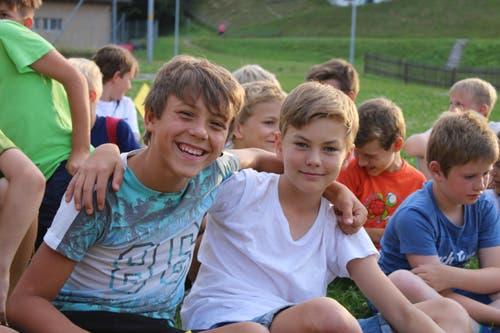 Patrick und Silas haben Spass im Pfarreilager in Hasle. (Bild: Jolanda Schaller)