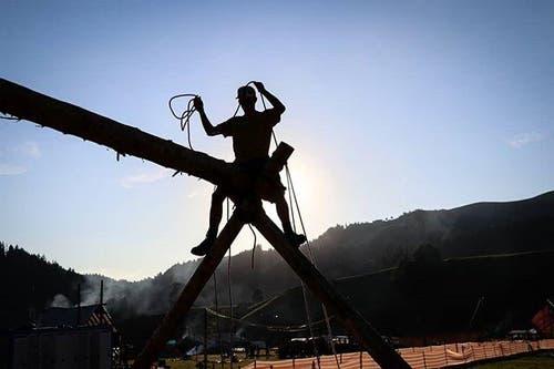 Ein Pfader der Pfadi Rothenburg geht im Kantonslager in Escholzmatt hoch hinaus. (Bild: Instagram-Fotowettbewerb)