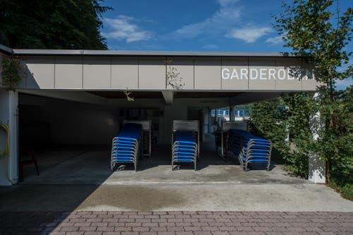 Das Freibad wurde 1965 erbaut. Der Eingangsbereich, das Restaurant und die Garderoben wurden 1988 erneuert und erweitert. (Bild: Dominik Wunderli, 17. August 2018)