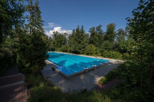 Bei der Sanierung soll das Streckenschwimmbecken von 50 auf 25 Meter verkürzt werden. (Bild: Dominik Wunderli, 17. August 2018)