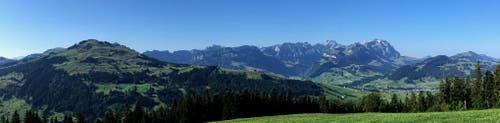 Alpstein Westseite vom Hohen Hirschberg aus. (Bild: Toni Sieber)