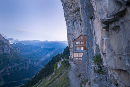Das Berggasthaus Aescher-Wildkirchli unterhalb der Ebenalp. (Bild: Benjamin Manser)