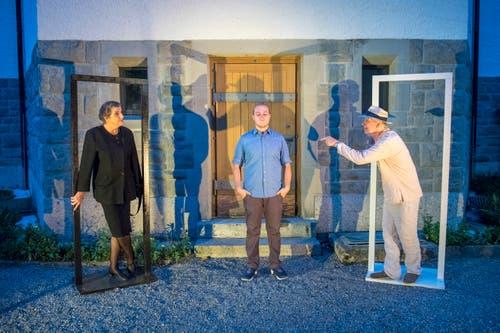 Gutmensch (Richard Böck) und Zynikerin (Regula Hermann) nehmen den Mesmer (Ramon Stadler) in die Zange.