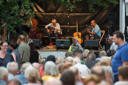 Auf der Bühne beim Schwanenplatz spielten am Donnerstag «Les copains du Jazz».(Bild: Maria Schmid (Zug, 23. August 2018 ))