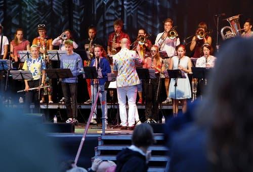 Die Kadettenmusik Zug auf der Hauptbühne. (Bild: Werner Schelbert (Zug, 24. August 2018))