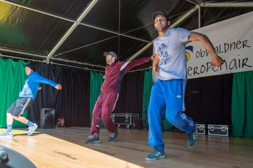 Die Breakdancer von No Half Stepping geben alles.