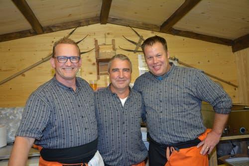 Dani Kuhn, Rolf Oehninger und Tom Elmiger. Viel Zeit für das Foto bleibt nicht. Die Betreiber der Essenstände waren im Dauerstress.