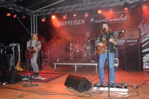 Basement Saints hatten ihren Auftritt am Samstagabend auf der Eintracht-Bühne. Die Band aus Solothurn traf auf ein Publikum, das mitzog.