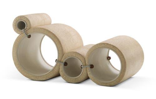 Joe Colombo schuf 1969 seinen Tube Chair aus vier PVC-Röhren von unterschiedlichem Durchmesser. Diese sind mit Polyurethanschaum gepolstert und können mithilfe von Klemmen aus Gummi und Metall auf verschiedene Weise kombiniert werden. Eine Ikone der italienischen Designbewegung, von der Konzeptkunst und der Idee des Readymades inspiriert. (Bilder: Jürgen Hans/ Vitra Design Museum, PD)